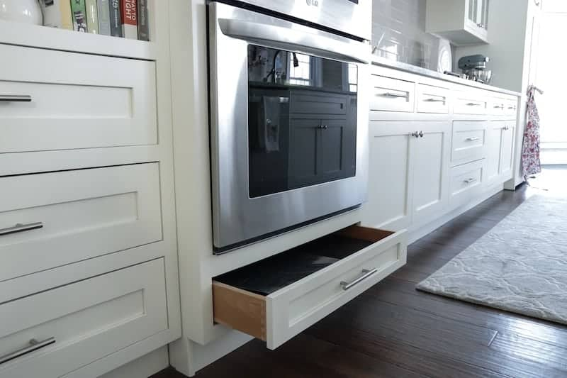 Tips for designing a functional kitchen oven drawer